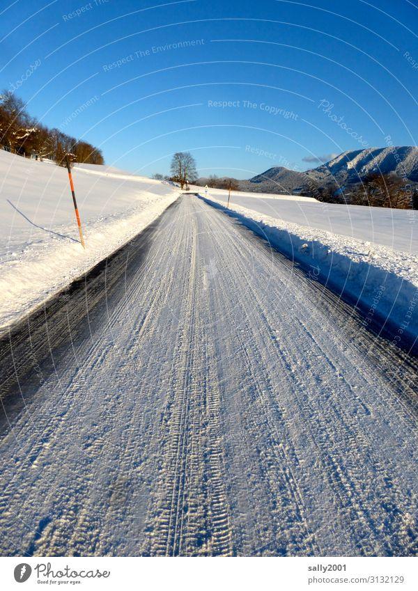 Wintereinbruch... Landschaft Schönes Wetter Schnee Alpen Verkehr Verkehrswege Straße Wege & Pfade kalt weiß Einsamkeit wintereinbruch Winterstimmung Wintertag