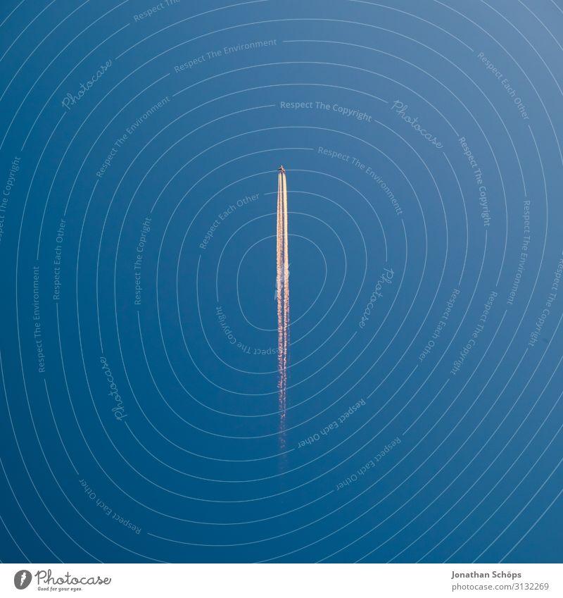 Flugzeug am blauen Himmel Ferien & Urlaub & Reisen Güterverkehr & Logistik Luftverkehr Personenverkehr Linie fliegen hoch Geschwindigkeit Farbe Hintergrundbild