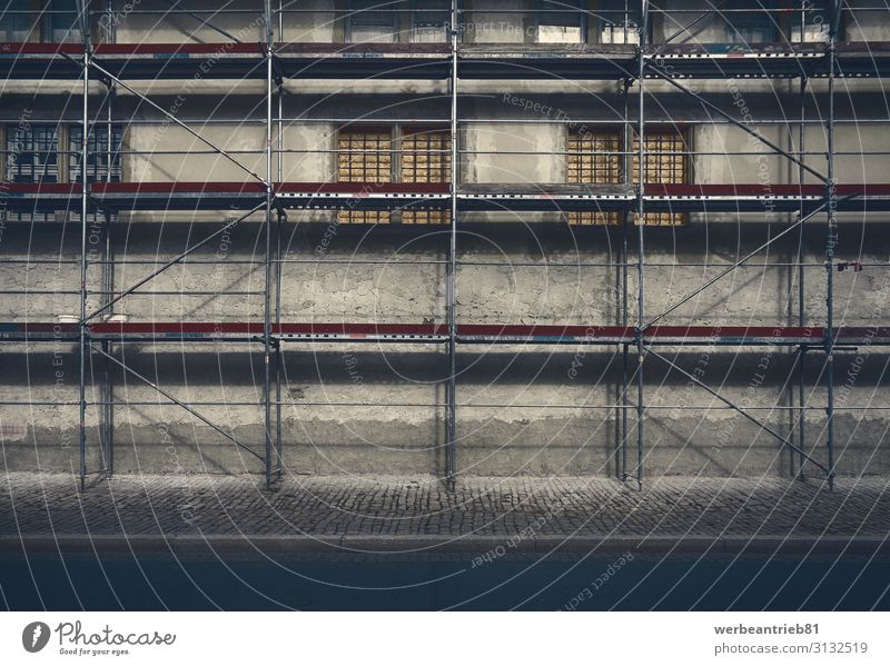 Gerüstbaukunst Arbeit & Erwerbstätigkeit Industrie Gebäude Architektur Fassade Beton Metall Stahl alt Konstruktion konstruierend industriell Fenster
