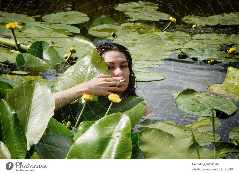 Smoke in the Water Mensch feminin Junge Frau Jugendliche Kopf Hand 1 18-30 Jahre Erwachsene Natur Sommer Blatt Blüte Seerosen Teichrosen Wasserpflanze Zigarette