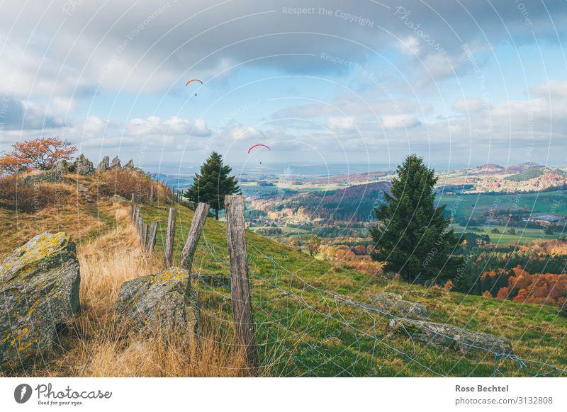 Herbstflieger Mensch Ferien & Urlaub & Reisen Landschaft Wolken Freude Ferne Sport Tourismus Freiheit Zusammensein fliegen Ausflug Freizeit & Hobby wandern frei