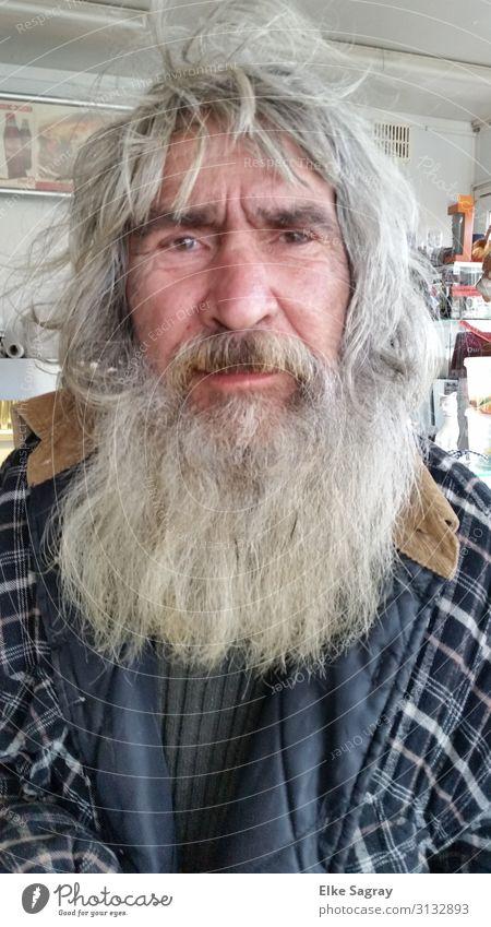 Eddi Menschen unter uns.... maskulin Männlicher Senior Mann Leben 60 und älter grauhaarig langhaarig Vollbart Behaarung alt berühren Blick außergewöhnlich