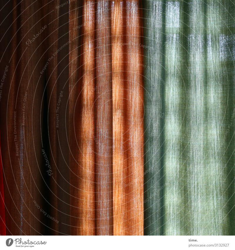 ausschlafen Häusliches Leben Raum Vorhang Gardine Stoff Fenster Linie hängen grün orange Sicherheit Schutz Geborgenheit Verschwiegenheit Warmherzigkeit