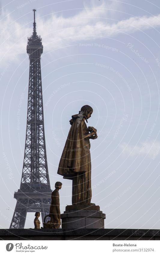 Himmelwärts | 1200 Tourismus Ausflug Städtereise Kunst Skulptur Architektur Kultur Wolken Schönes Wetter Paris Tour d'Eiffel Gebäude Sehenswürdigkeit