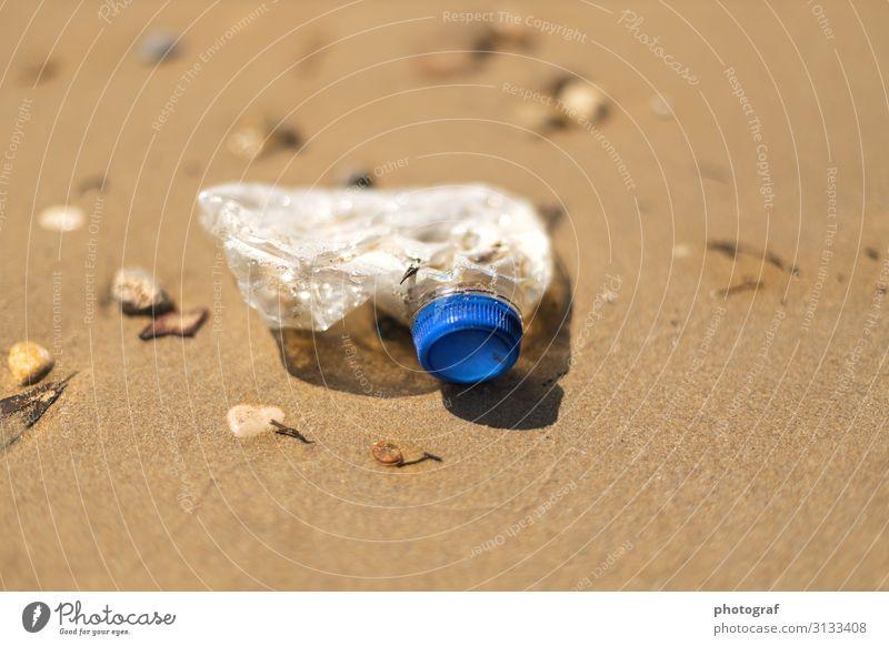 Plastik Abfall Umwelt Natur Landschaft Klima Küste Meer Sand Kunststoff Denken sprechen dreckig Unendlichkeit Sauberkeit blau braun achtsam Entsetzen