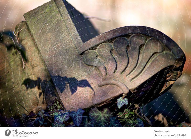 Ornament und Schatten Skulptur Park Friedhof Grab Grabstein Grabmal Stein schlafen alt braun trösten geduldig ruhig demütig Einsamkeit Erschöpfung Ewigkeit