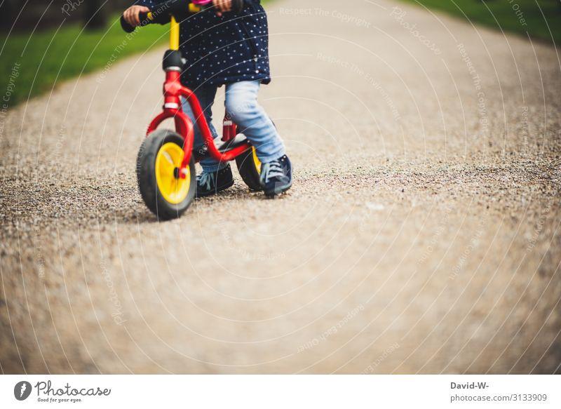 unterwegs mit dem Laufrad Lifestyle Freizeit & Hobby Spielen Ausflug Abenteuer Kindererziehung Mensch feminin Kleinkind Mädchen Kindheit Leben 1 1-3 Jahre