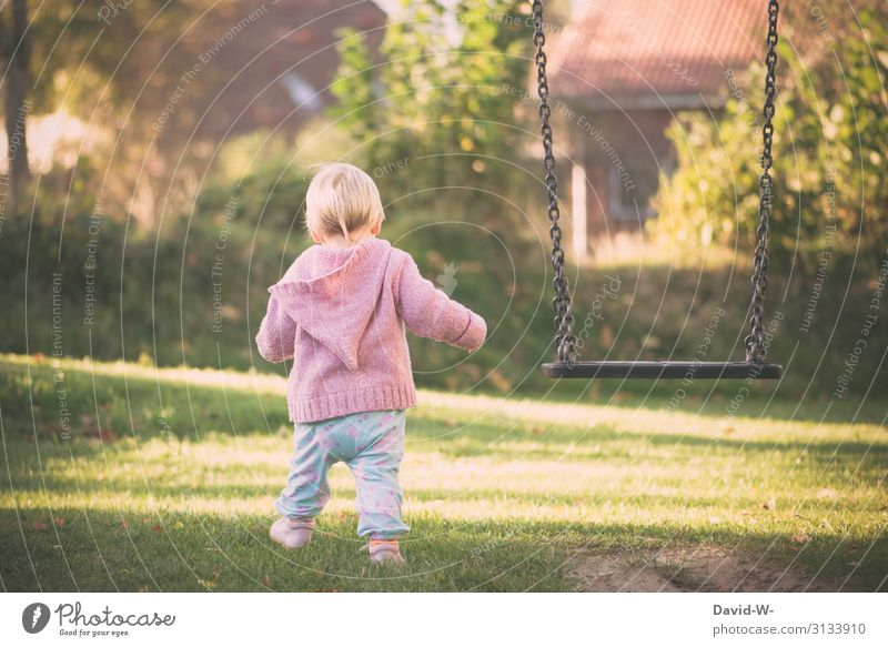 Schritt für Schritt Lifestyle Gesundheit Spielen Kindererziehung Mensch feminin Kleinkind Mädchen Kindheit Leben 1 1-3 Jahre Kunst beobachten Denken laufen