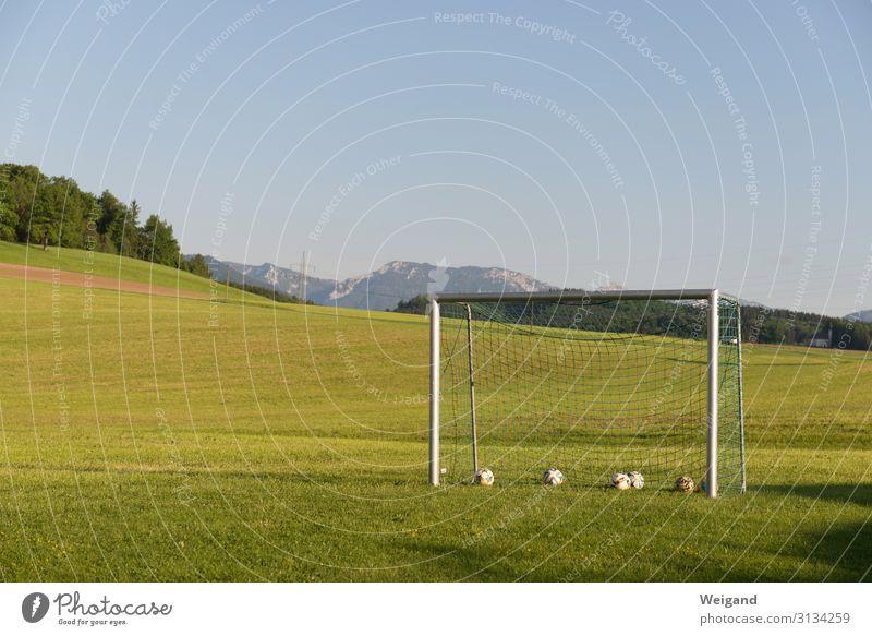 Fußballtor Freizeit & Hobby Spielen Ferien & Urlaub & Reisen Sport Torwart Ball Sportstätten Fußballplatz Einsamkeit verlieren üben Alpen Weltmeisterschaft