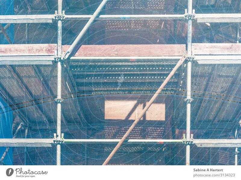 Gerüst blau Stadt grün rot Holz Fassade Arbeit & Erwerbstätigkeit Metall Kraft ästhetisch Sicherheit Kunststoff fest Mut Dom silber