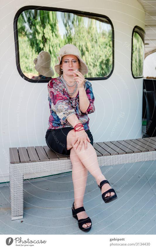 Neulich auf dem Kreuzfahrtschiff! (UT Dresden) Mensch feminin Frau Erwachsene Leben Fenster Schifffahrt Passagierschiff Rauchen sitzen warten elegant schön