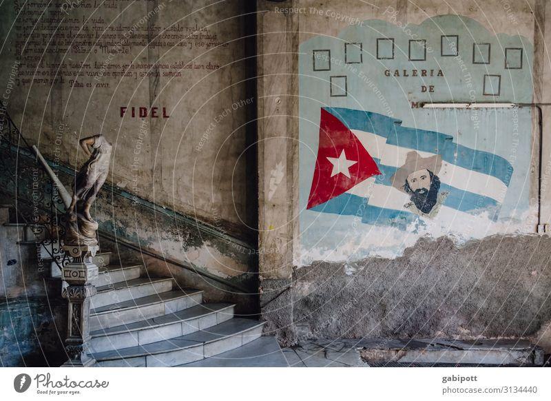 Restaurant La Guarida Havanna Kuba Südamerika Mittelamerika Hauptstadt Haus Treppe Fassade Zeichen Schriftzeichen alt historisch trashig Stadt Verfall