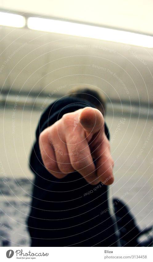 Du! Mensch maskulin feminin Finger 1 Rache Aggression Hass Ärger Wut schuldig zeigen denunzieren anschuldigen Psychoterror petzen Klassenraum Büro urteilen