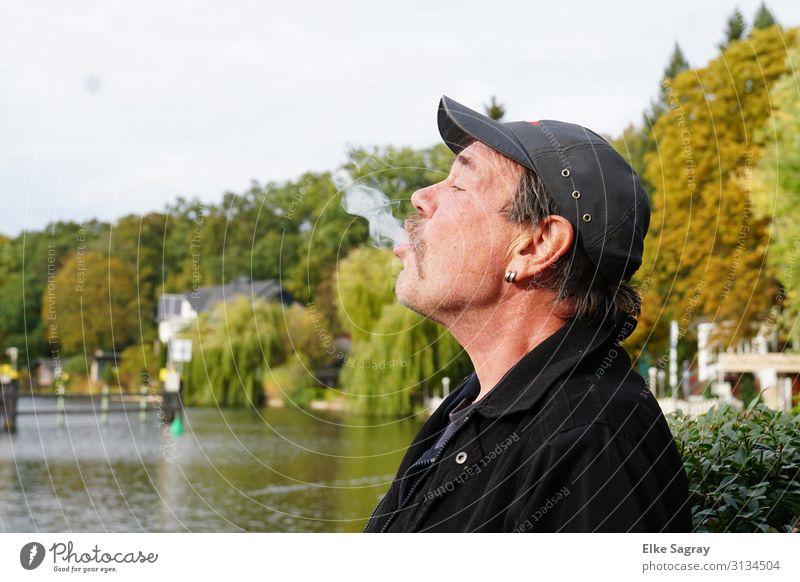 Gregor... Mensch maskulin Mann Erwachsene 1 60 und älter Senior genießen frech Lebensfreude Langeweile Farbfoto Außenaufnahme Textfreiraum links Freisteller Tag
