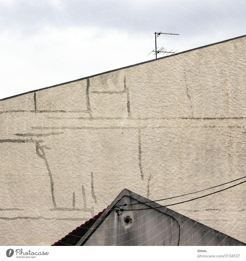 urban species Haus Mauer Antenne Himmel Kabel leitung Zauberstab Dach linien skurril architektur stromleitung verbindung versorgung oberfläche struktur