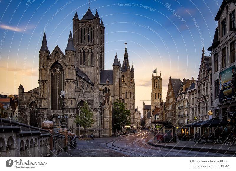 St. Nikolaus-Kirche im mittelalterlichen Stadtzentrum von Gent Ferien & Urlaub & Reisen Tourismus Haus Kultur Landschaft Fluss Brücke Gebäude Architektur Straße
