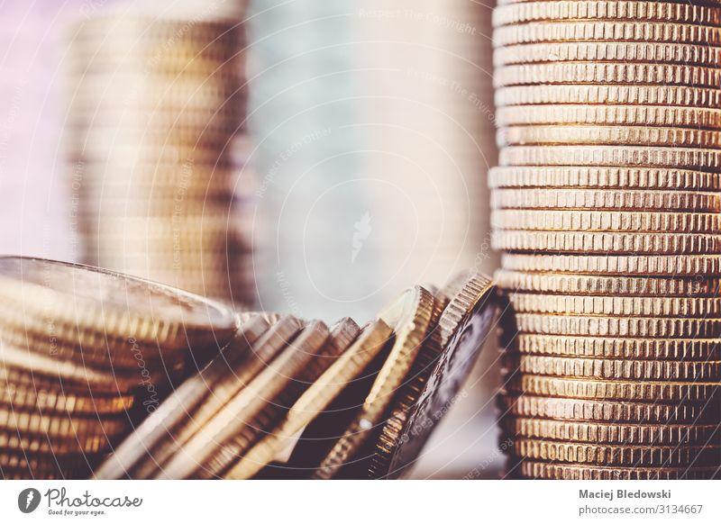 Nahaufnahme der goldenen Münzen. Lifestyle kaufen Reichtum Geld sparen Erfolg Wirtschaft Kapitalwirtschaft Geldinstitut Business Gold reich