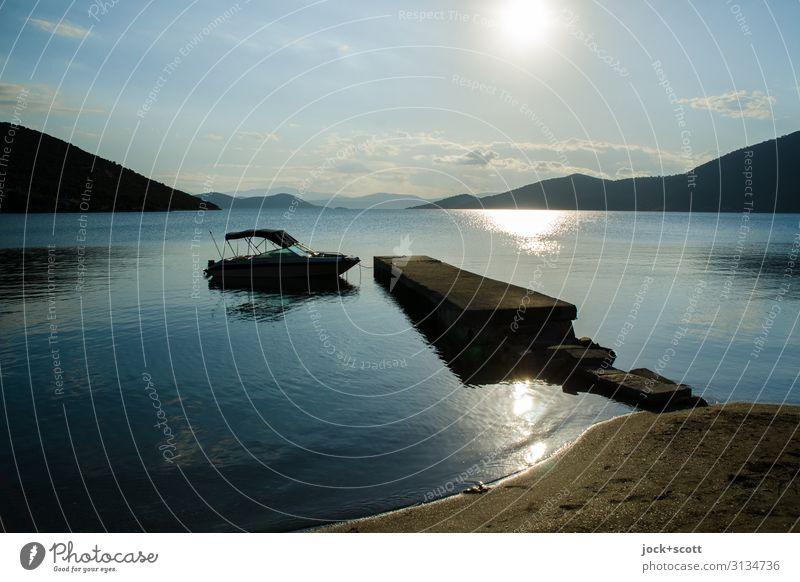 Liegeplatz im Sonnenuntergang Ferien & Urlaub & Reisen Himmel Wolken Wärme Hügel Küste Strand Bucht Meer Griechenland Motorboot Steg Stimmung Horizont