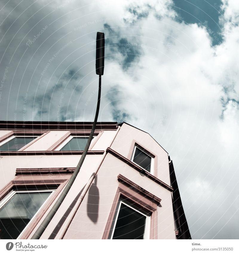 Halswirbelsäulentraining (X) Himmel Wolken Schönes Wetter Hamburg Stadtzentrum Haus Architektur Mauer Wand Fassade Fenster Lampe Straßenbeleuchtung ästhetisch
