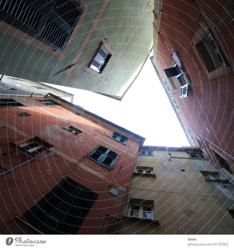 Nachbarschaften (I) Italien Stadtzentrum Haus Architektur Mauer Wand Fassade Fenster historisch hoch Gefühle Vertrauen Sicherheit Schutz Leben Angst Todesangst
