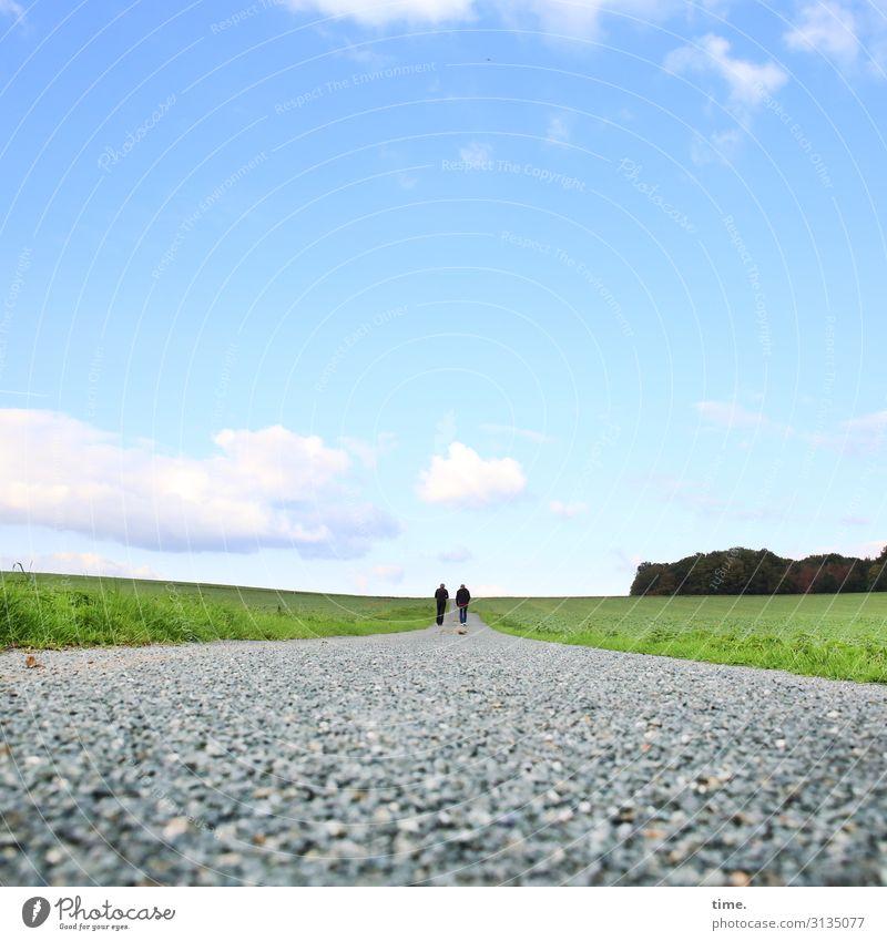 mal wieder reden maskulin Mann Erwachsene 2 Mensch Umwelt Natur Landschaft Himmel Wolken Horizont Schönes Wetter Feld Wald Wege & Pfade Schotterweg Kies