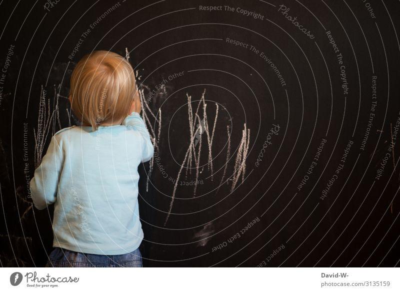 jeder fängt mal klein an Kind Mensch Freude Lifestyle Leben Wand Junge Kunst Spielen Denken Häusliches Leben Wohnung maskulin Kindheit Kreativität niedlich