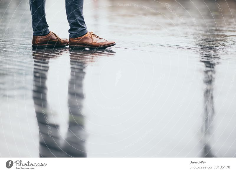 verregnet Mensch Jugendliche Mann Junger Mann Hintergrundbild Beine Erwachsene Leben Herbst Business Kunst Fuß Mode Regen maskulin Schuhe