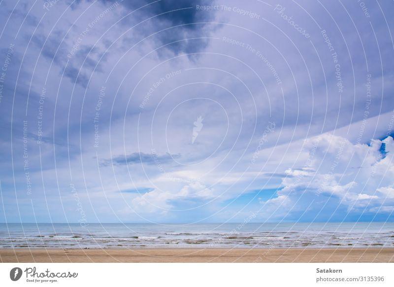 Wolken am strahlend blauen Himmel über dem Meer Ferien & Urlaub & Reisen Freiheit Strand Umwelt Natur Landschaft Wetter Küste natürlich weiß Farbe Hintergrund