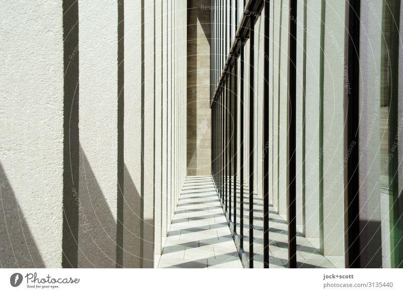 Mittendrin Architektur Wand Säule Museumsinsel groß lang modern viele Stimmung Einigkeit Ordnung Stil Symmetrie Zwischenraum Schattenspiel Eindruck Reihe