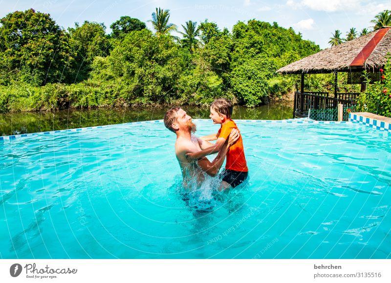 abgehoben | weil hochgehoben Ferien & Urlaub & Reisen Tourismus Ausflug Abenteuer Ferne Freiheit Junge Mann Erwachsene Eltern Vater Familie & Verwandtschaft