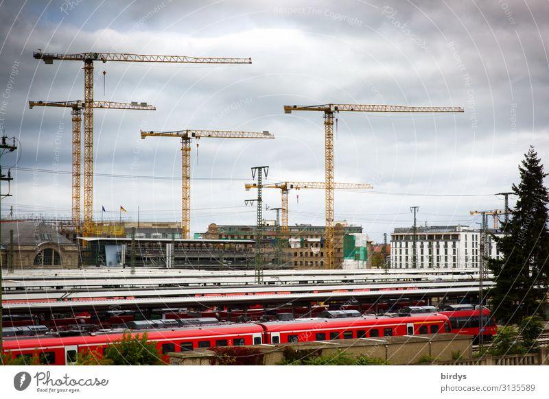 Hochkonjunktur Beruf Arbeitsplatz Baustelle Mittelstand Fortschritt Zukunft Wolken Nürnberg Haus Bahnhof Schienenverkehr Personenzug Baukran Kran bauen