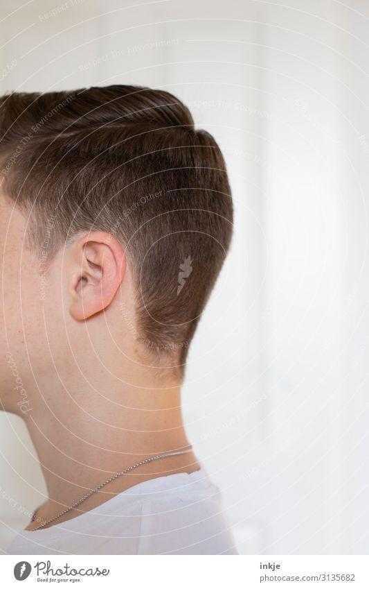 Frisur Lifestyle Stil Haare & Frisuren maskulin Junger Mann Jugendliche Leben Kopf 1 Mensch 13-18 Jahre 18-30 Jahre Erwachsene T-Shirt Halskette brünett