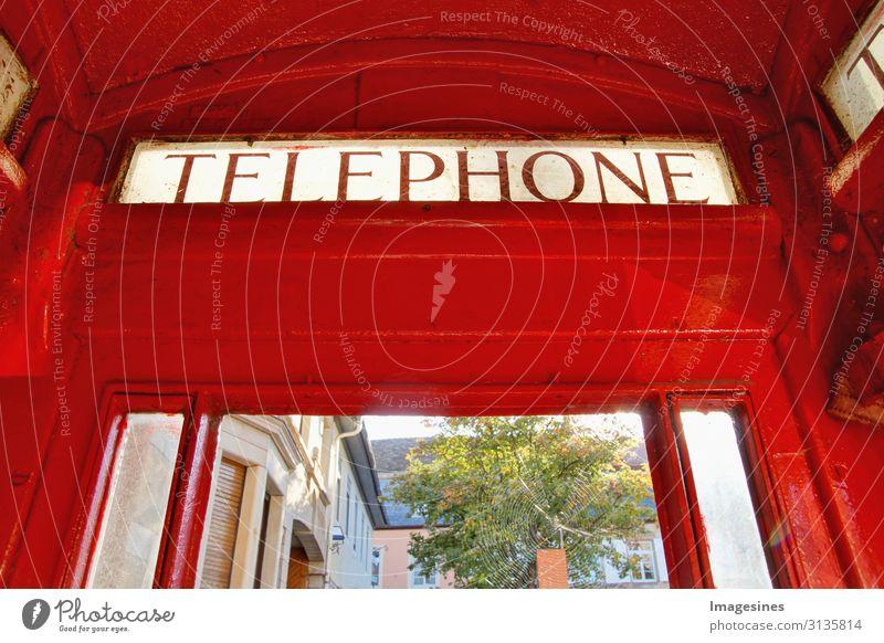 Telefonzelle Technik & Technologie Telekommunikation Architektur Metall Bekanntheit Originalität retro rot Kommunizieren Tourismus Wandel & Veränderung