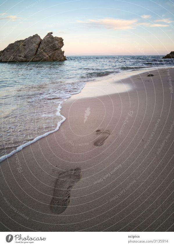 Spuren am Strand Lifestyle Wohlgefühl Erholung ruhig Ferien & Urlaub & Reisen Tourismus Sommer Sommerurlaub Meer Wassersport Ruhestand Feierabend Umwelt Natur