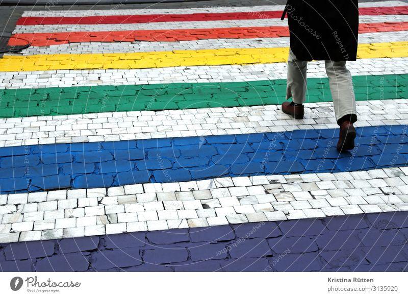regenbogen zebrastreifen Lifestyle Freiheit Beine 1 Mensch Verkehr Straßenverkehr Fußgänger Zeichen gehen frei Unendlichkeit positiv Akzeptanz Toleranz Frieden