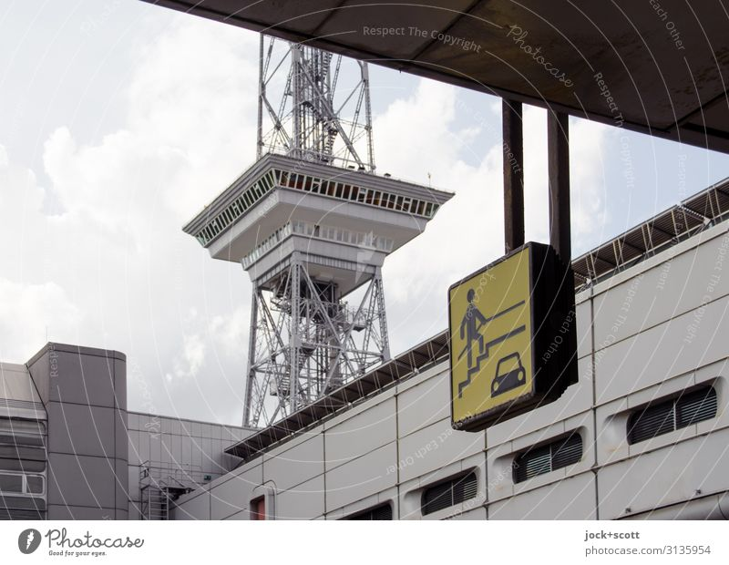 Info Übergang direkt am Funkturm Design Architektur Berlin Grafik u. Illustration Himmel Wolken Klimawandel Charlottenburg Sehenswürdigkeit Messe übergangslos