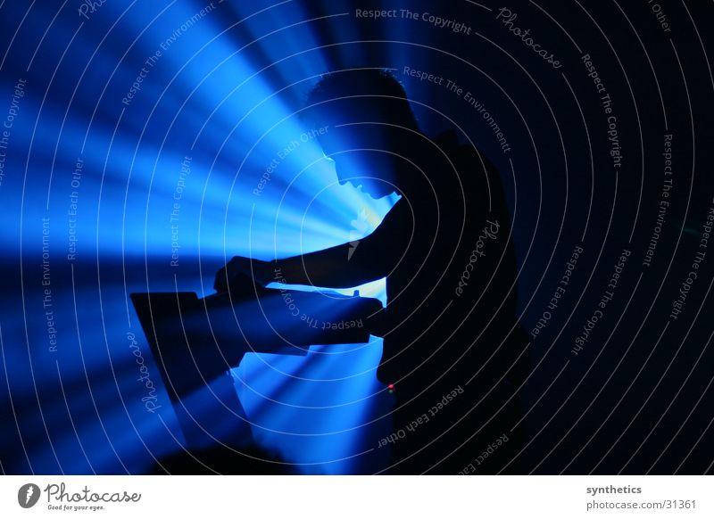 SEABOUND LIVE Konzert Mann SEABOUND LIVE IN ESSEN Blaues Licht Scheinwerfer Reaktionen u. Effekte