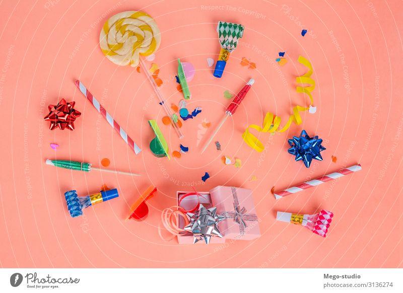 Bunter Partyrahmen mit Geburtstagsobjekten Design Freude Glück Dekoration & Verzierung Feste & Feiern Hochzeit Hut Luftballon Schnur neu oben Überraschung Farbe
