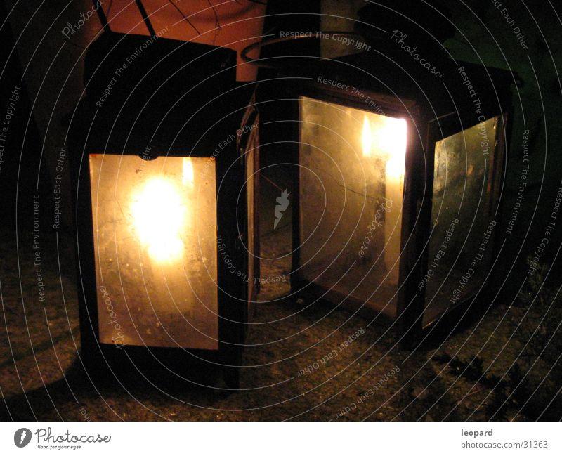 Laternen dunkel hell Häusliches Leben Flamme erleuchten heizen Kerzenschein Mittelalter
