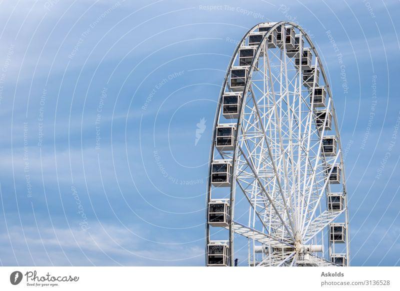 Panoramarad auf hellblauem Himmelshintergrund. Freude schön Erholung Ferien & Urlaub & Reisen Tourismus Sightseeing Sommer Entertainment Landschaft Park Skyline