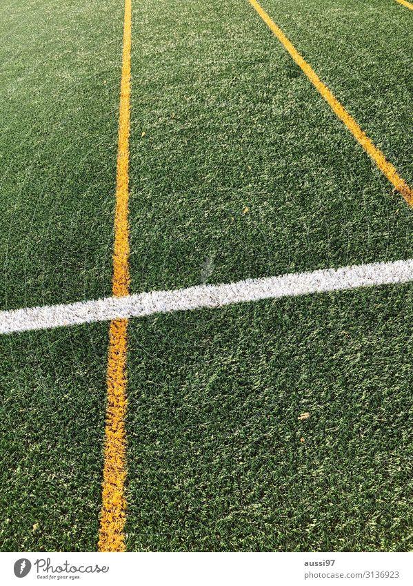 Du fühlst dich wie Kunstrasen Linie Begrenzung abkreiden Aus Spielfeld Fußball gelb weiß Geometrie Menschenleer
