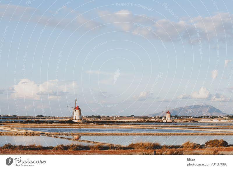 Saline Sizilien trapani Industrieanlage Ferne Italien meersalz Windmühle Salz Wolkenhimmel Mühle paceco meerwassersaline entsalzungsanlage Landschaft