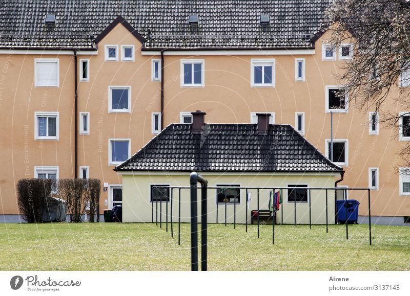 vorbildlich grün gelb rosa Häusliches Leben retro Ordnung einfach Sauberkeit planen Langeweile Stadtrand Plattenbau Kleinstadt Hinterhof Überleben