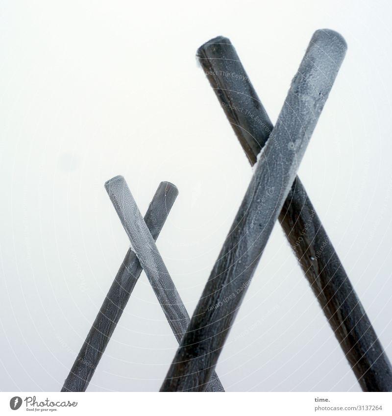 Das Kreuz mit dem Frost | Eiszeit Himmel Winter Baumstamm Holzkreuz Holzständer Zeichen stehen kalt Schmerz Einsamkeit Partnerschaft entdecken Idee Inspiration