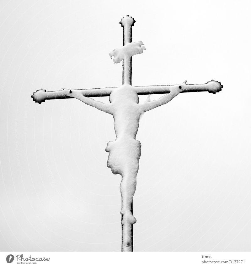 Schneemann | Eiszeit maskulin Mann Erwachsene 1 Mensch Ausstellung Kunstwerk Skulptur Himmel Winter Kreuz kalt Tapferkeit Leidenschaft Opferbereitschaft