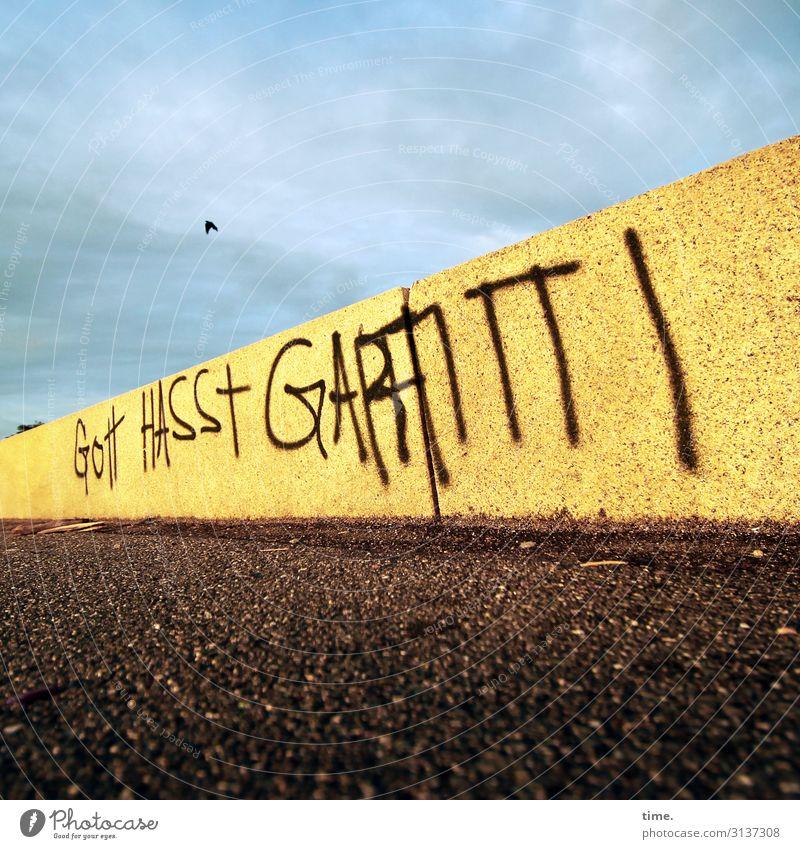 übereifrig Bildung Himmel Wolken Schönes Wetter Hamburg Mauer Wand Wege & Pfade Farbe Stein Beton Schriftzeichen Graffiti dunkel eckig kaputt trashig
