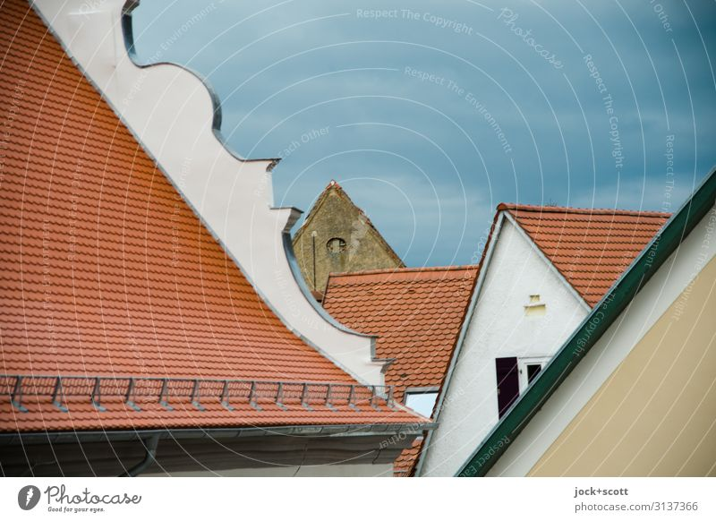 Dächer einer altertümlichen Stadt Architektur Wolken Winter schlechtes Wetter Nördlingen Altstadt Haus Gebäude Dach Dachgiebel authentisch historisch