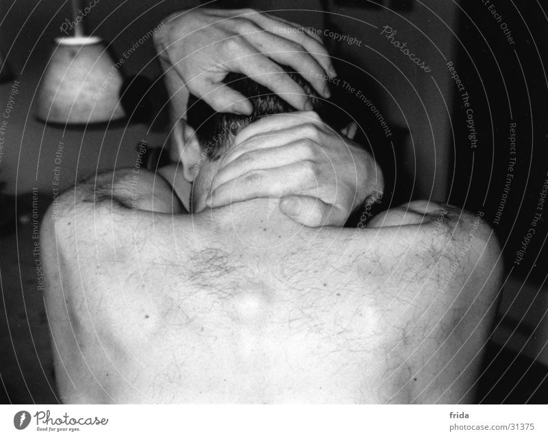 ohne gesicht Mann Trauer Hand Einsamkeit Finger teilakt Rücken Schwarzweißfoto Schmerz Stimmung Ohr
