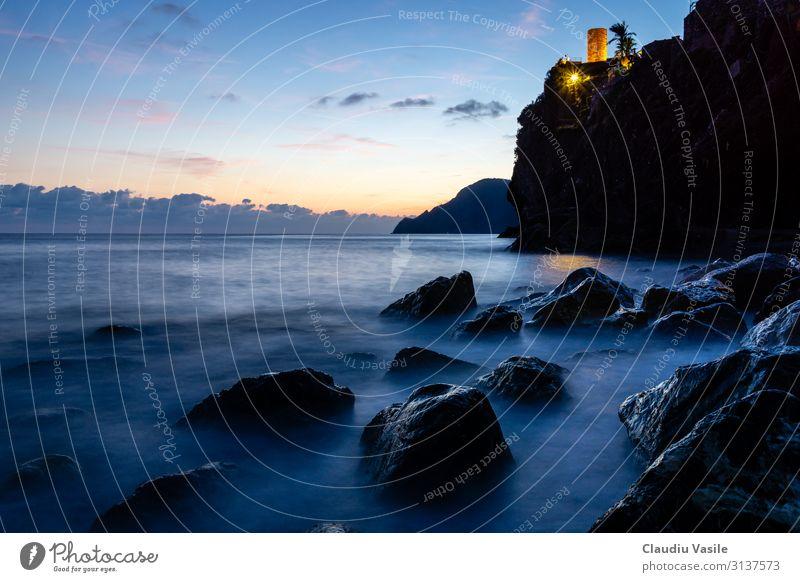 Felsenküste bei Dämmerung, Vernazza, Cinque Terre, etc. Natur Landschaft Sonnenaufgang Sonnenuntergang Sommer Berge u. Gebirge Küste mediterran Italien