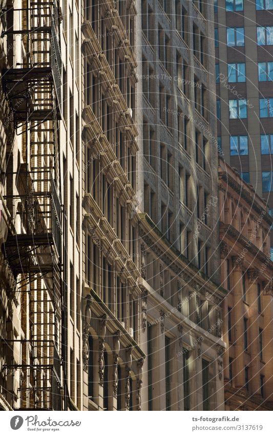 Alles nur Fassade New York City USA Stadtzentrum Altstadt Menschenleer Haus Hochhaus Bauwerk Gebäude Architektur Mauer Wand Treppe Fenster Feuerleiter Stein